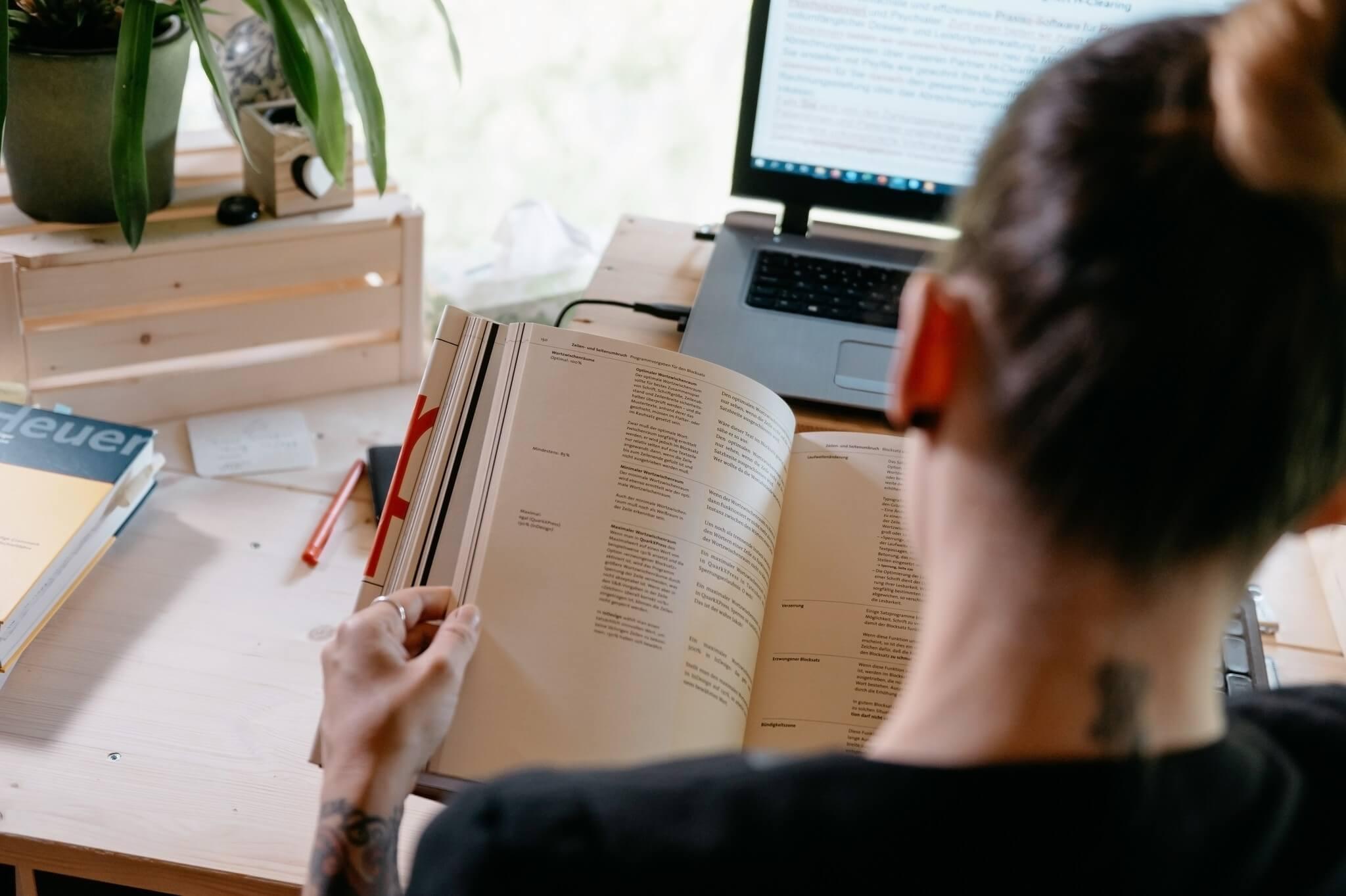 Textkorrektur_Manus dextra Alexandra Bucher Professionelle Textkorrektur Text korrigieren lassen Korrekturlesen Schreibservice Schreibdienst